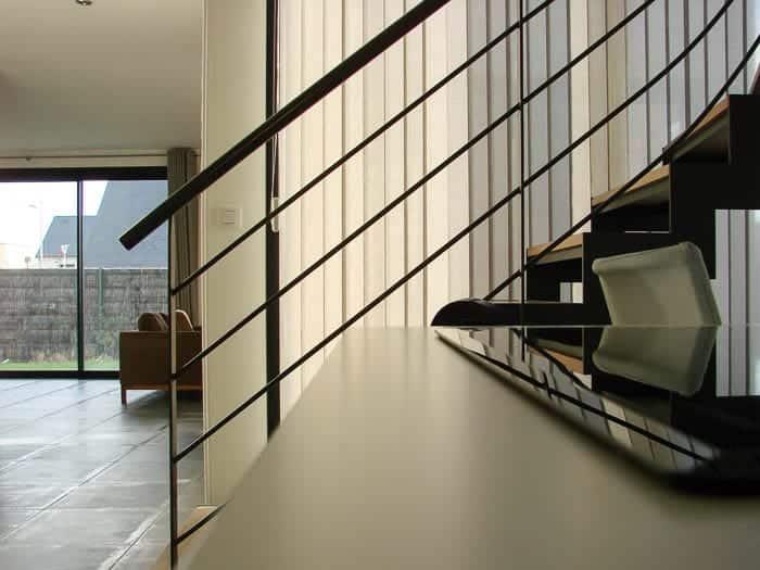 Maison individuelle, escalier intérieur et salon